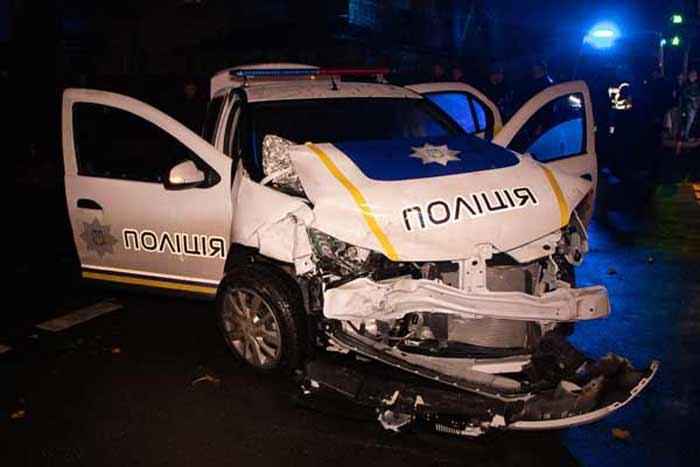 В Киеве на Сырце полиция охраны врезалась в Audi с ребенком: пострадали четыре человека