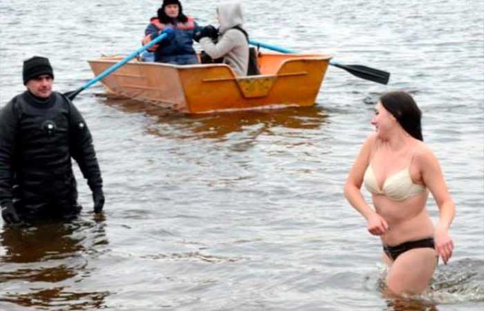 Крещение 2020: где купаться и святить воду в Киеве 19 января
