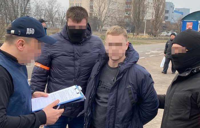 В Киеве старшего следователя задержали на взятке