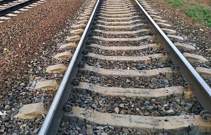 В Киеве, на станции «Протасов Яр» поезд насмерть сбил 17-летнюю девушку
