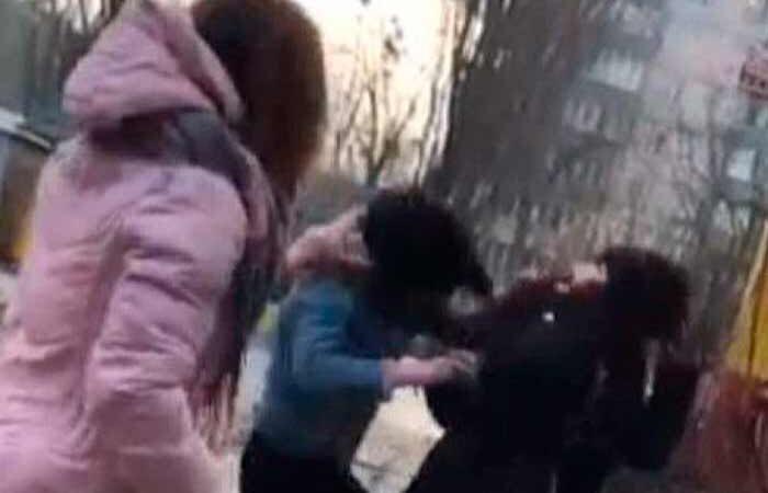 В Киеве подростки побили школьницу и выложили видео в соцсети