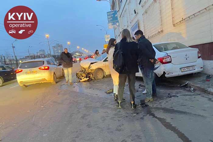 В Киеве на Борщаговской улице произошло серьезное ДТП