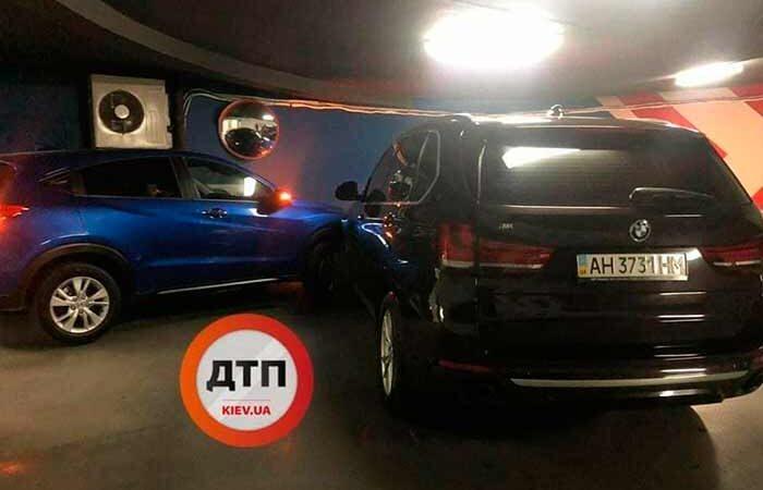 В Киеве горе-водитель заблокировал сотни авто