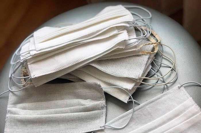 Дефицитный товар: как пошить медицинскую маску в домашних условиях