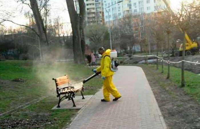 В киевской парке провели дезинфекцию