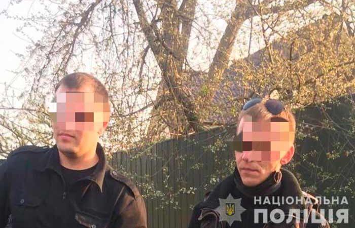 Под Киевом поймали поджигателей травы на мопедах