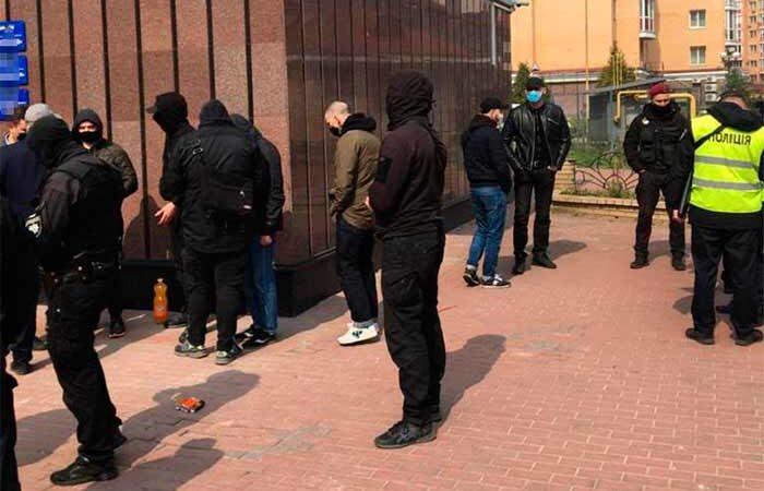 В Киеве задержали банду с оружием за попытку захвата компании