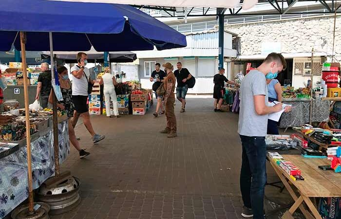 Около станции метро «Выдубичи» разобрали «баррикады» торговцев