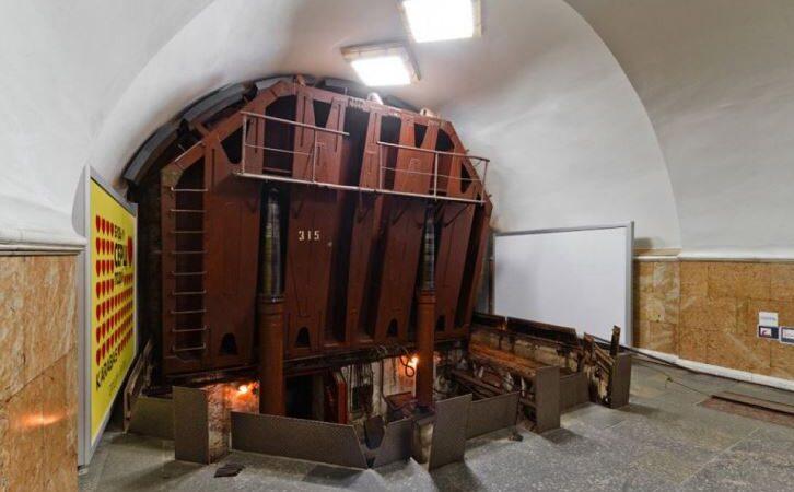 Как работают герметичные затворы в киевском метро