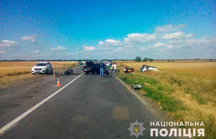 Под Киевом столкнулись три авто и мотоцикл — два человека погибли