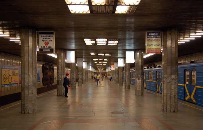 В Киеве разоблачили наглую пожилую аферистку в метрополитене со слезливой историей