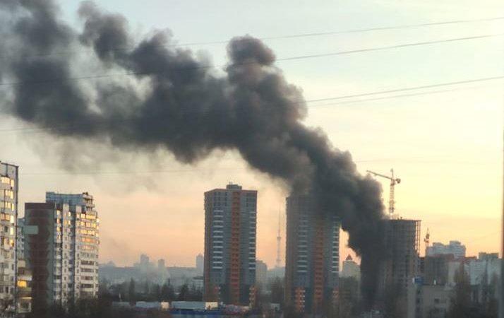 Горит недострой: пожар на Минском массиве