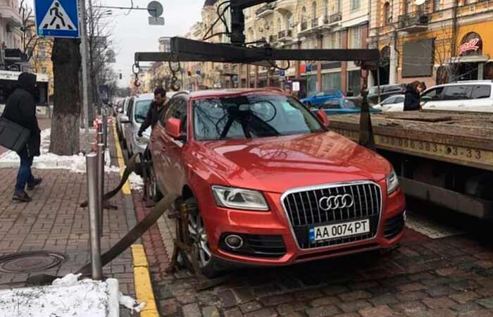 Куда пропадают автомобили «героев» парковки в Киеве