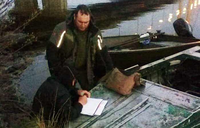 Под Южным мостом в Киеве поймали браконьера из 15 кг рыбы
