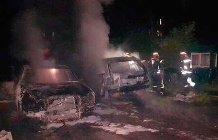 В Соломянском районе Киева сгорели три автомобиля