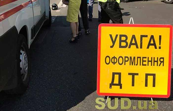 В центре Киева женщина за рулем внедорожника наехала на пешехода: фото