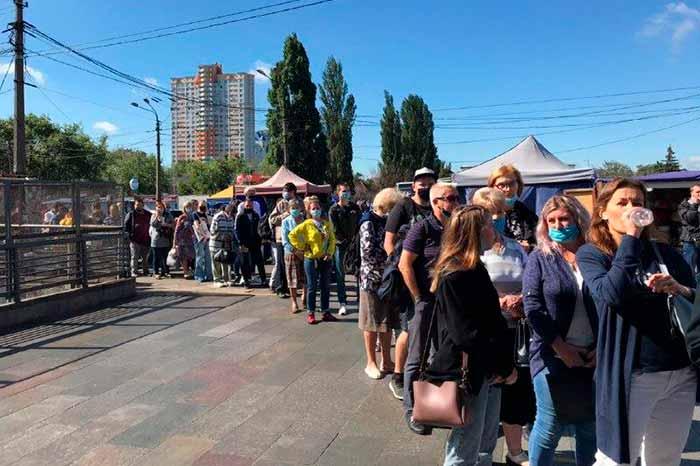 Коллапс в Киевском метро: из-за сбоя на станциях выстроились длинные очереди