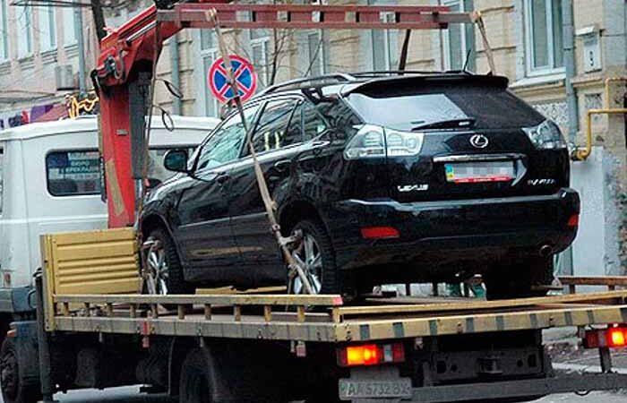 В Киеве за месяц эвакуировали более 4000 авто