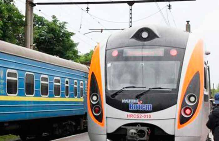 Сегодня Укрзализныця возобновляет продажу билетов на поезда дальнего следования