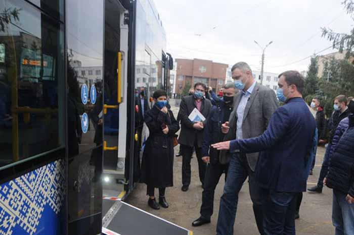 Мэр Кличко протестовал новые трамваи