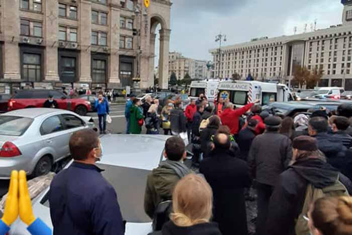 В Киеве на Майдане Независимости водитель на большой скорости сбил нескольких человек в пешеходной зоне