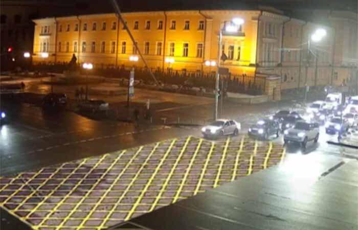 На улицах Киева предлагают нарисовать «вафельную» разметку