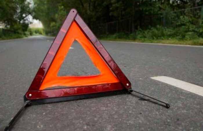 В Киеве пьяный водитель протаранил автомобиль полицейских