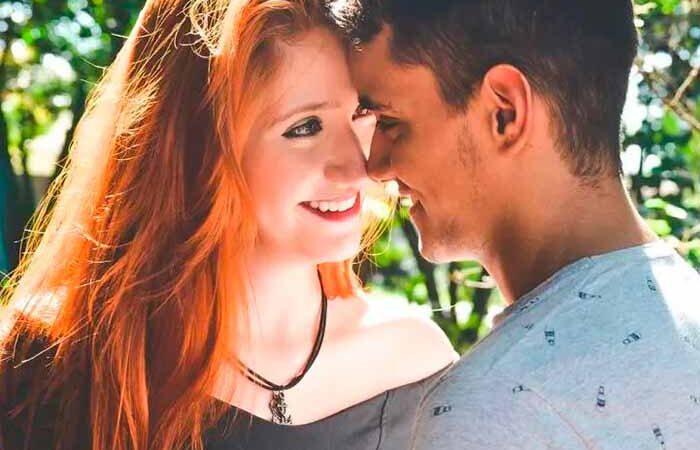 Поцелуи в разные части тела: что они говорят о чувствах мужчины к девушке