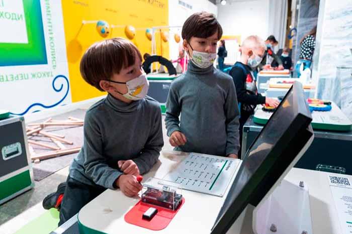 Музей науки в Киеве заработал для группового посещения