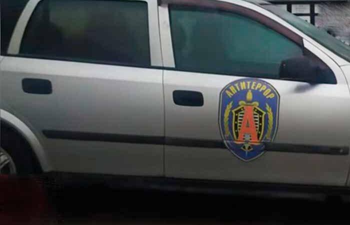 В Киеве атошник увидел авто с эмблемой подразделения ФСБ и вызвал в полицию
