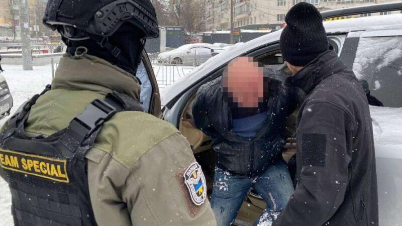 В Киеве разоблачили преступную группу в вымогательстве 56 000 евро