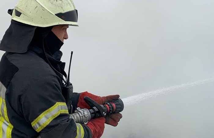 В Киеве начала гореть трава