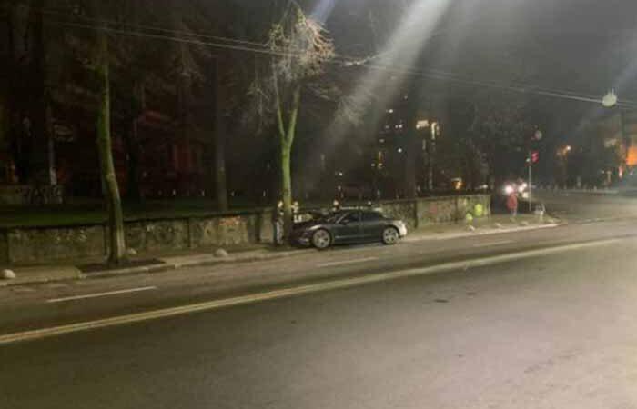 ДТП в Киеве: роскошный Porsche за 5 млн врезался в дерево
