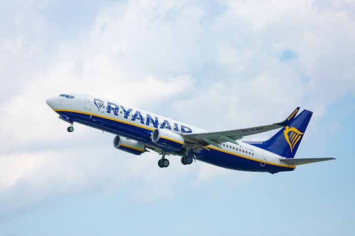 С завтрашнего дня Украина прекращает авиасообщение с Беларусью