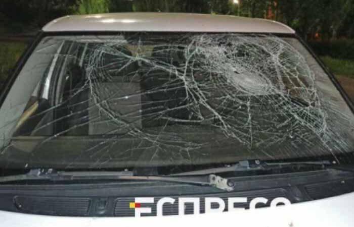 В Киеве пьяный таксист прокатил пешехода на капоте и пытался убежать