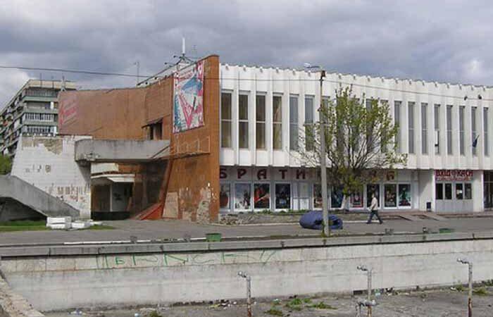"""На Оболони продолжается ремонт кинотеатра """"Братислава"""": что уже сделали"""