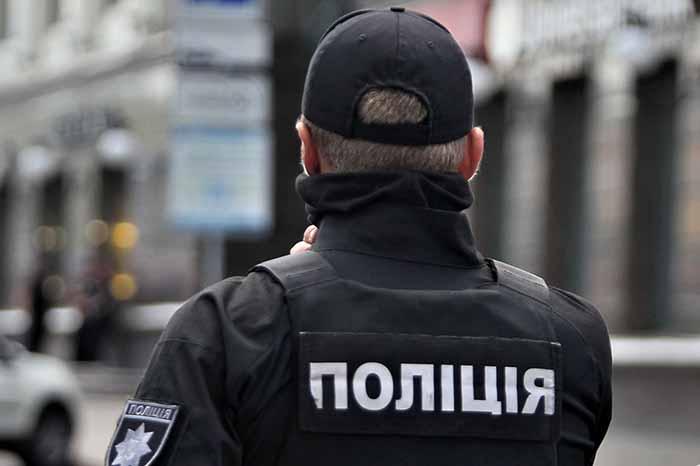В Киеве водитель ударил 9-летнюю девочку, которая мешала ему выехать с тротуара